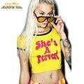 Verão Sexy Top Colheita T Shirt Mulheres Ela é Um Pervertido Letra Top Cultura impressa Moda Adolescentes de Manga Curta Harajuku Estilo Punk Tees