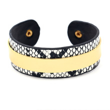2019 New Hot Round Circle Fashion Leopard Print Wide Snake Leather Bracelets Women Vintage Bangle Female Wedding Jewelry