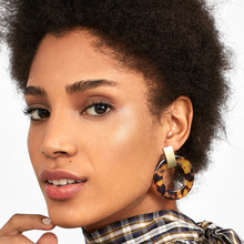 2019 Fashion Acrylic Tortoiseshell Earrings for Women Acetic Acid Plate Round Leopard Stud Female Ear Nails Wholesale