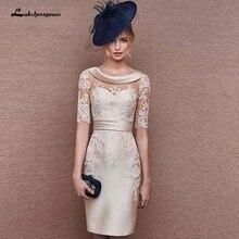 Elegante funda cuello redondo Champagne madre de encaje de los vestidos de novia longitud de la rodilla vestido de invitados de boda hecho a medida