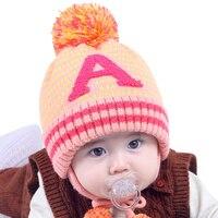 Modello della lettera Del Bambino Beanie Cappello Pompon Lace Up Cappello Caldo Per Neonate Orecchio Proteggere Spessore Inverno Beanie Casuale Delle Ragazze Del Bambino Del Cappello