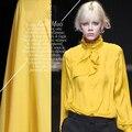 Искушение весны  лета  тюшавы  желтой текстуры и текстуры хлопчатобумажной ткани