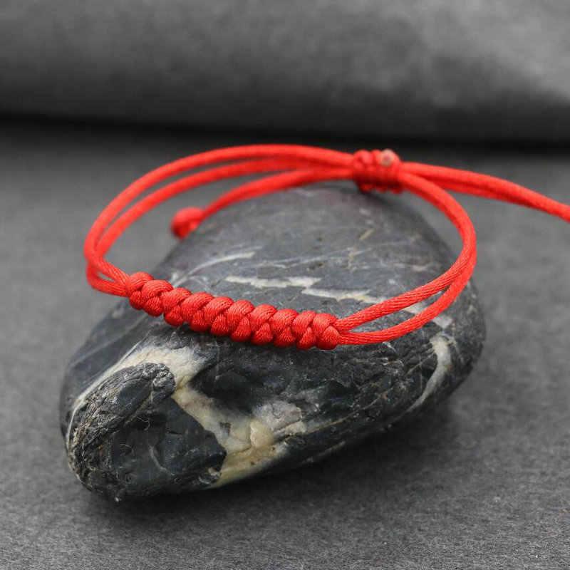 ミニマリストスタイル赤文字チャームブレスレット女性のラッキーロープ糸編組ブレスレットガールジュエリーギフト