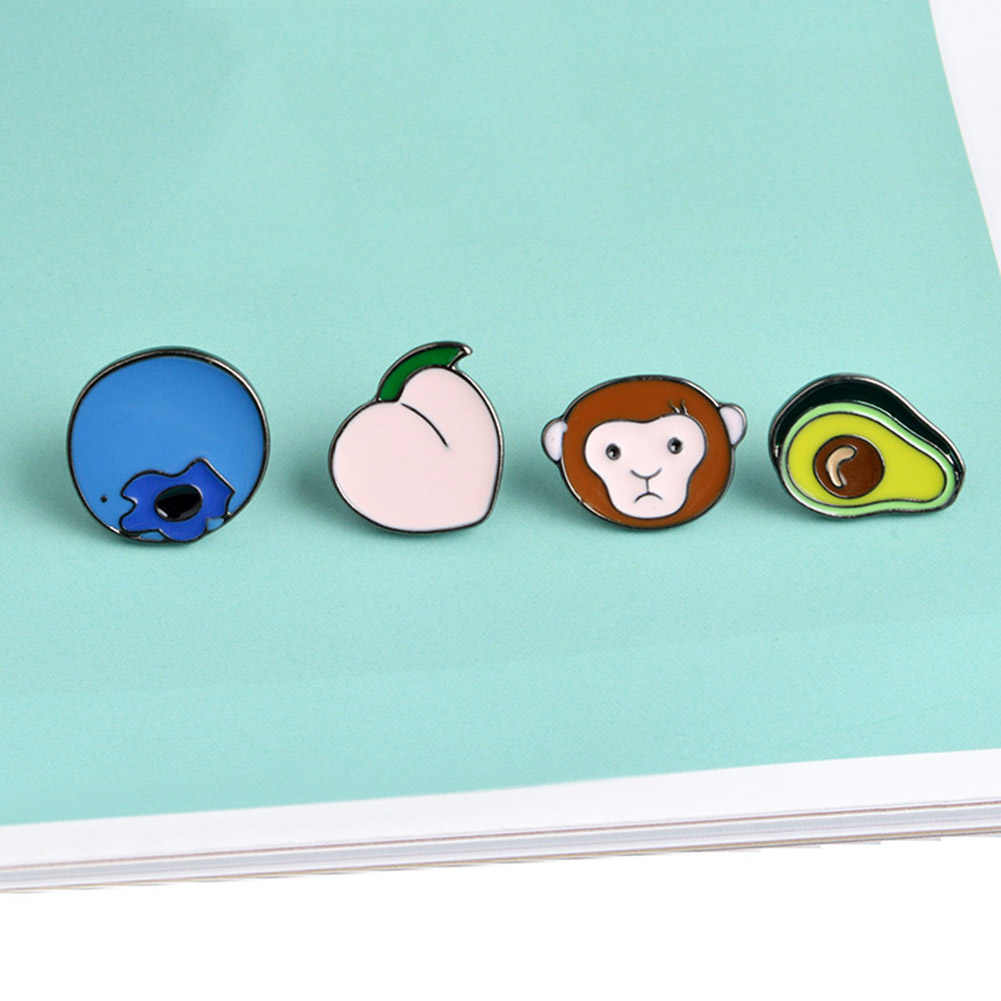Broche de animales y plantas de dibujos animados lindo mono melocotón arándano broche de Metal alfileres botón DIY Pin de mezclilla Pin regalo joyería