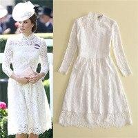 מילאנו שבוע האופנה Pricess קייט מידלטון לעמוד 2017 צווארון סתיו שרוול ארוך שמלת תחרה באורך הברך אלגנטית הוורודה לבן