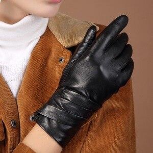 Image 4 - المرأة جلد طبيعي قفازات جلد الغنم الأسود خمسة أصابع قفازات الشتاء سميكة الدافئة الأزياء القفازات جديد BW015