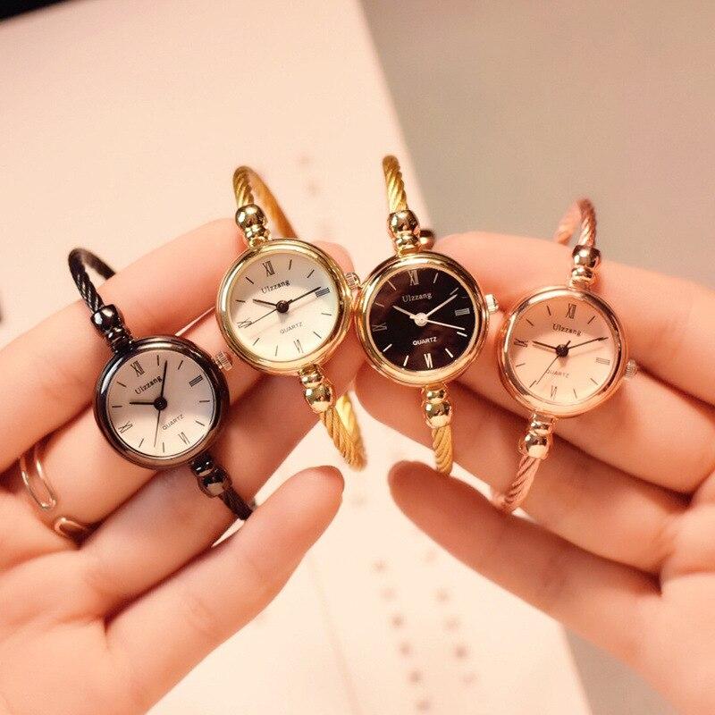 Brazalete dorado pequeño, relojes de lujo de acero inoxidable, relojes de pulsera Retro de cuarzo para mujer, reloj de moda informal para mujer
