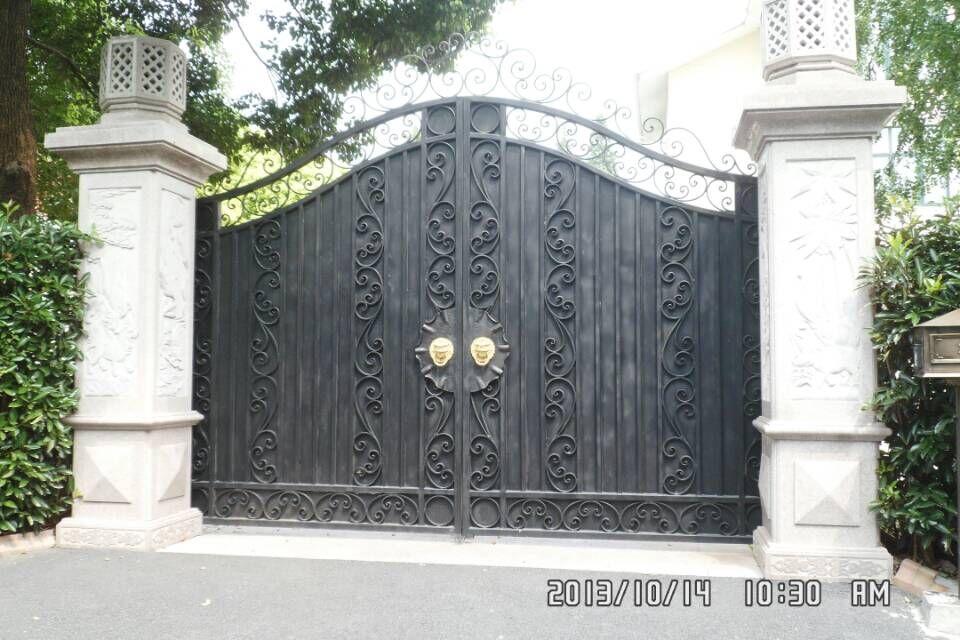 Puerta exterior hierro simple puerta de frente en pinotea for Puertas hierro forjado exterior