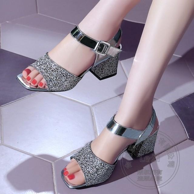Sapatinho de cristal Sapatos de Glitter Fluorescência Banquete Noiva Calcanhar Quadrado Pu Pele De Porco Fivela de Prata Peep Toe Plataforma Saltos Grossos de Ouro