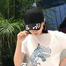 Algodón sombreros de béisbol para las mujeres Flor del ciruelo bordado  Gorras Planas Hip Hop Snapback Caps regalos 15747b0a921