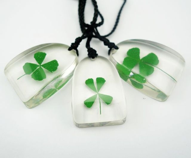 free shipping 20 pcs real green shamrock jewelry triangle design four leaf clover pendant