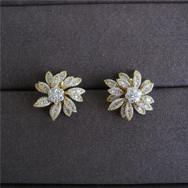 цена Fashion women earrings,LUXURY AAA cubic zirconia white stones flower shaped big stud earrings, E9304