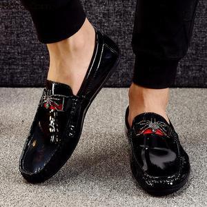 Image 2 - Moccasins loaferlar erkekler bahar daireler üzerinde kayma rahat deri ayakkabı nefes mokasen Homme lüks marka İngiliz sürüş ayakkabısı
