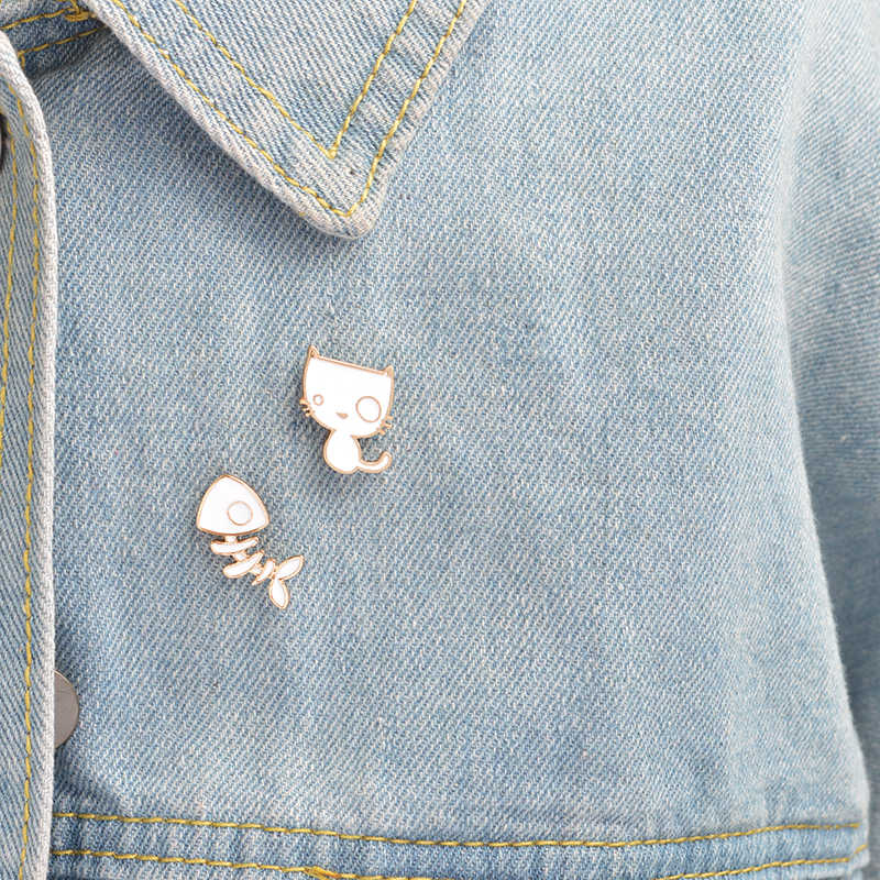 """Брошь с изображением белого кота, рыбьей кости, булавка на кнопке, сплав, эмаль, Забавный котенок, есть булавка """"Рыбка"""" для рюкзака, куртки, рубашки, бейджиковые значки, подарок"""