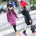 Ropa para niños 2016 carta moda de invierno Cálido Gruesa sudadera polar bebé niñas adolescente prendas de vestir exteriores medio-largo superior