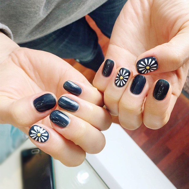 24 Pcs Sunflower Oval Fake Nails Short Black Solid Nail Tips With