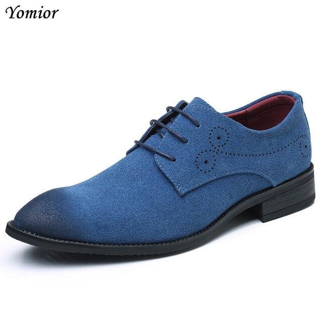 Yomior クラシック男性ドレスシューズ牛スエード正式なオックスフォードファッションカジュアルビジネススーツオフィス革靴赤、青の結婚式の靴