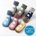 Calcetines del bebé 100% algodón otoño y el invierno 0-1-2 años de edad engrosamiento pila de lazo calcetines del piso niño antideslizantes zapatos niño