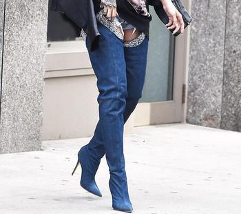 Super Hot azul oscuro Denim mujeres sobre las botas de rodilla punta del dedo del pie Sexy cinturón de moda de las señoras muslo botas de estilo vaquero bota larga femenina