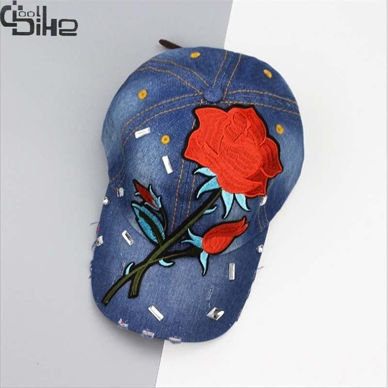 Prix pour Mode rose floral broderie casquette de baseball pour les femmes denim snapback caps chapeau de femme femmes cap lady vogue chapeaux réglable