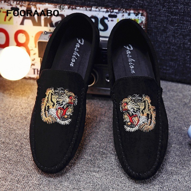 Promotion New Spring Men Velvet Loafers Party Wedding Shoes Europe Style Embroidered Black Velvet Slippers Driving Moccasins