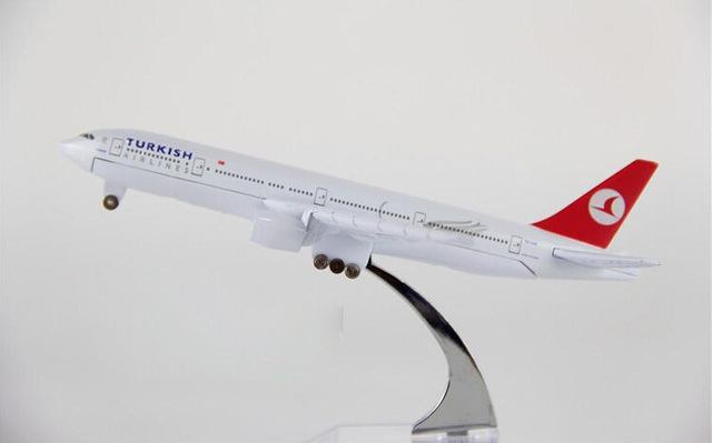 plane model Boeing 777 Turkey Airlines aircraft B777-300 16CM Metal simulation airplane model for kids toys Christmas gift