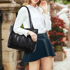 Image 2 - בציר גדול קיבולת עור מפוצל כתף שקיות נשים אופנה מוצק צבע שחור תיקי נקבה מזדמנים תיק גדול