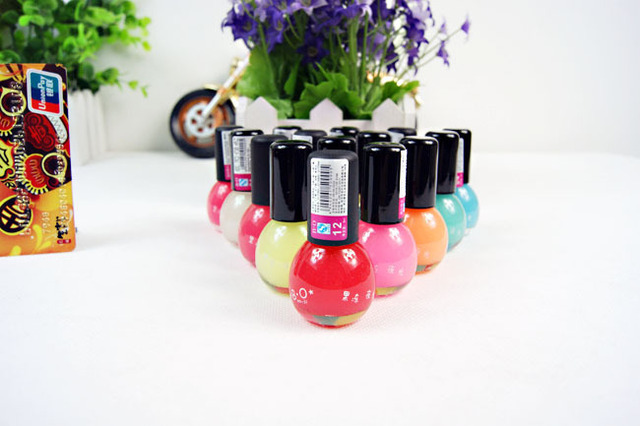 Fashion Candy Color Luminous Nail Polish Light Glow in Dark Nail Varnish Art For Beauty Fluorescent Pigment  Nail Polish