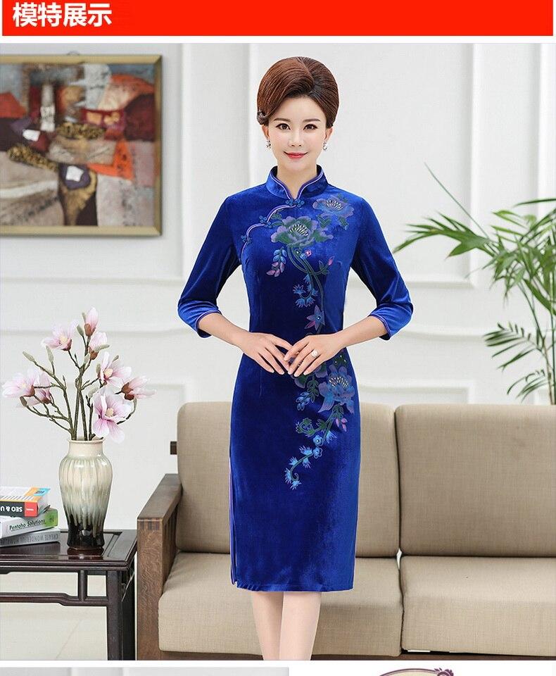 WAEOLSA Chinese Women Slim Fit Velvet Dress Red Navy Blue Flower Cheongsam Robe Femme Side Slit Velutum Dresses Woman Ethnical Qipao Dress Lady (4)