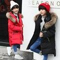 2016 nueva llegada del invierno Muchacha de los cabritos 80% de pato blanco abajo chaqueta capas de las muchachas con capucha de pieles grande con capucha espesar chaqueta de invierno para niñas