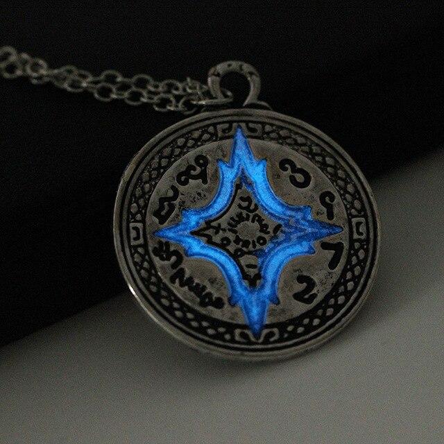 Rome Compass Glow Necklaces4