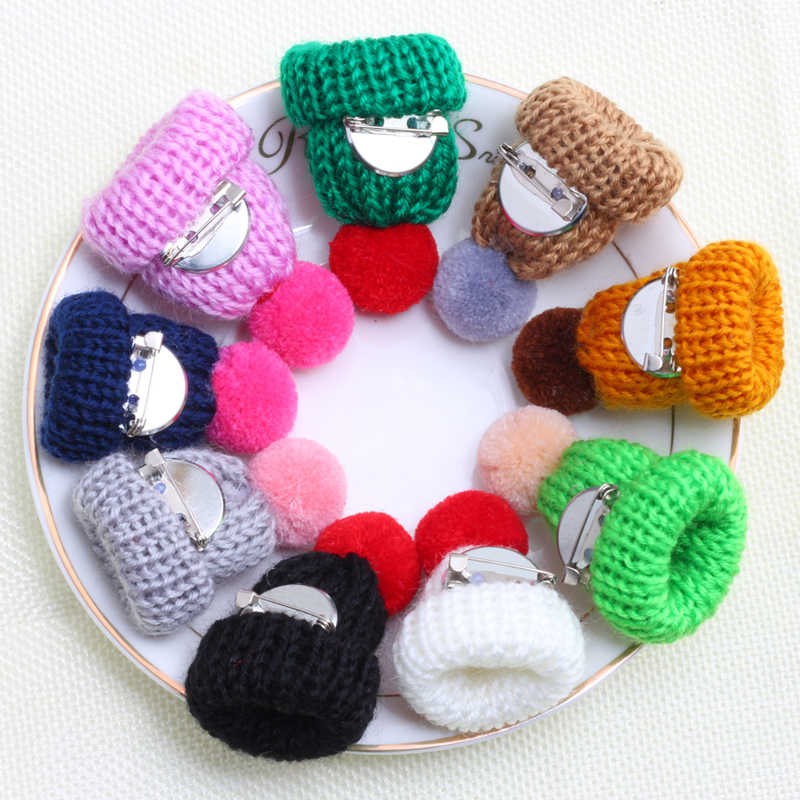 Colorful Mini Cappello Spille Maglione di Modo Del Collare Carino Spilla per Le Donne E I Bambini Lavorato A Maglia Palla di Pelo Distintivi e Simboli Spilli Vestiti Gioielli