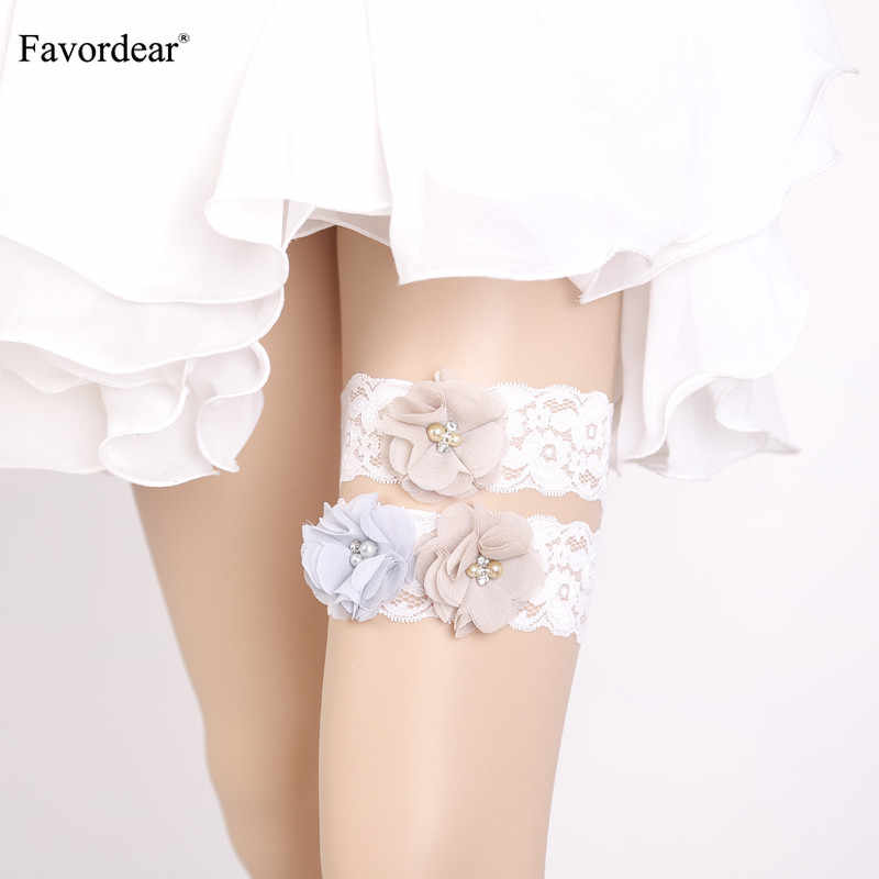 Favordear 2019 New Women White Lace Three Flowers Wedding Garter 2 PC Beading Pearls Elastic Band Fashion Stocking Bridal Garter