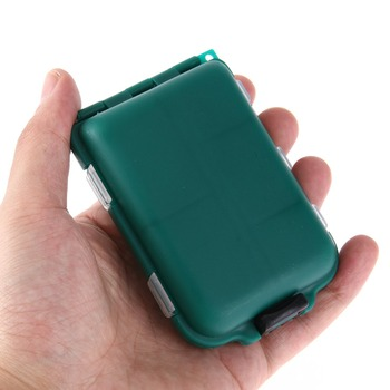 קופסה קטנה עם תאים לציוד דייג