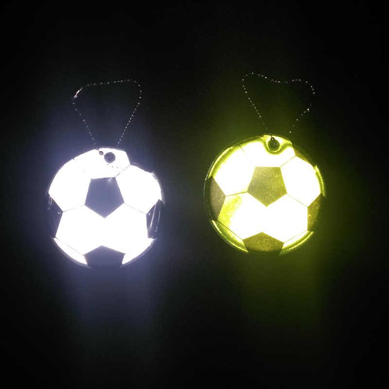 Teste padrão do futebol PVC macio keychain saco pingente de acessórios de segurança de tráfego Reflexivo para a visibilidade da estrada de segurança use