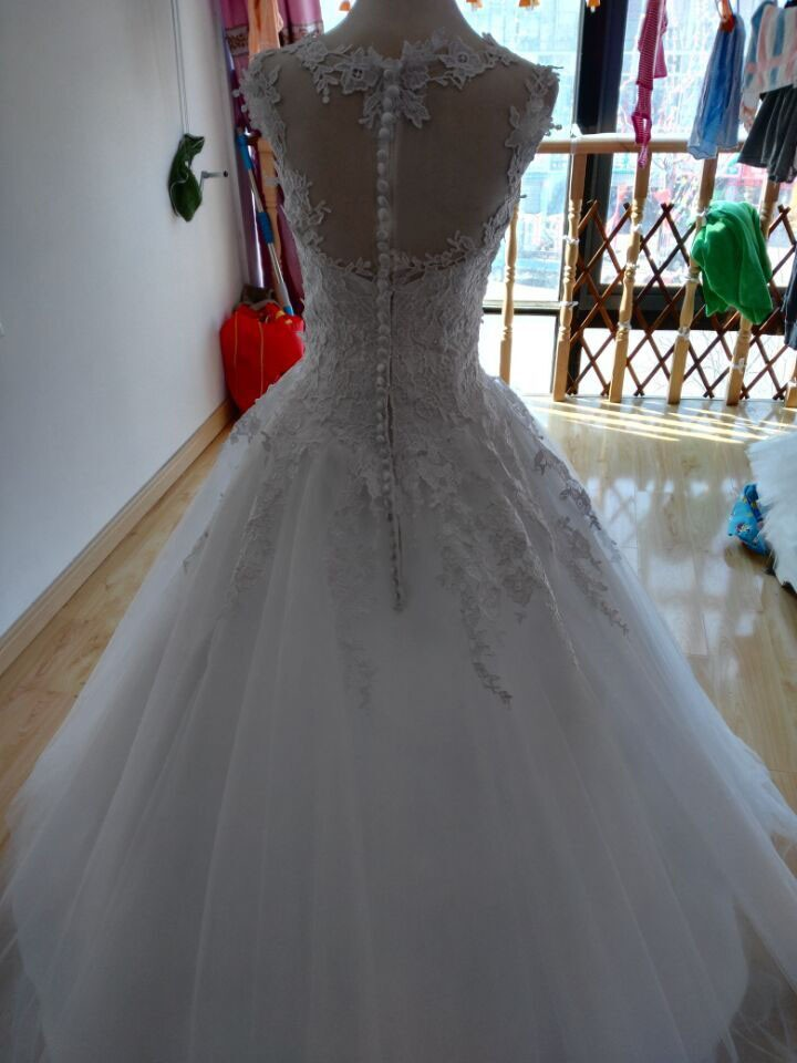 Õrna pitsiga pulmakleit