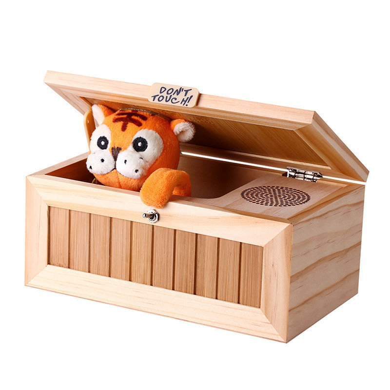 Aggiornamento di Legno Elettronico Useless Box con il Suono Cute Tiger 10 Modalità Divertente Giocattolo Lo Stress-Riduzione Decorazione Scrivania Regalo
