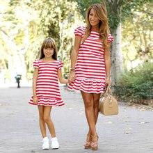 Платье для мамы и дочки; платье в полоску для мамы и дочки; платье с короткими рукавами для девочки; большая сестра семья; Одинаковая одежда
