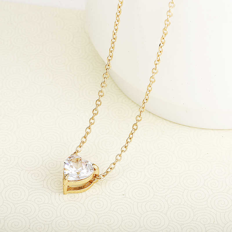 Crystal Pendant Neklace For Women Golden Color Simple Short Chain Shiny Heart Fashion Necklace For Wedding Birthday Gift X41