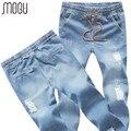 MOGU 2017 Novos Corredores Homens Cuffed Jeans de Corpo Inteiro Plus Size 5XL Cintura Elástica calças de Brim Dos Homens Luz Azul Cor Ripped Jeans Para homens