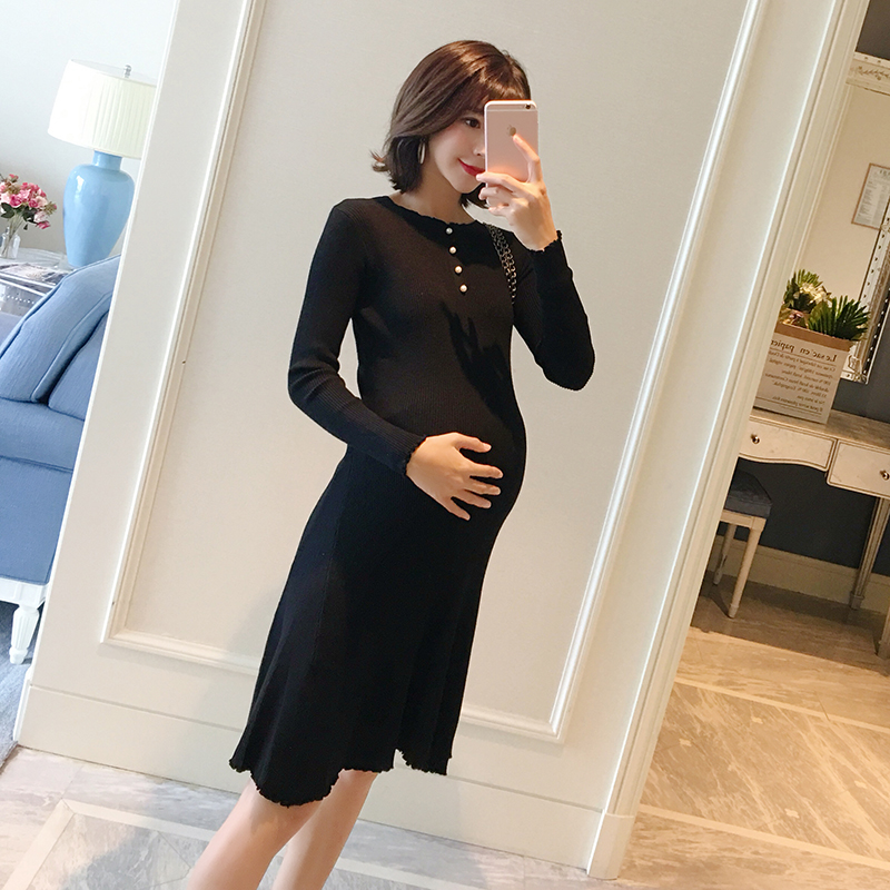 купить Pregnant women dress autumn and winter new 2018 fashion tide mother pregnancy pure color knit dress bottom skirt по цене 3495.75 рублей