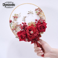 Kyunovia New Unique Fan Type Wdding Flower Broach Jeweled Crystal Bridal Bouquet Red Silk Rose Wedding Boquets D26