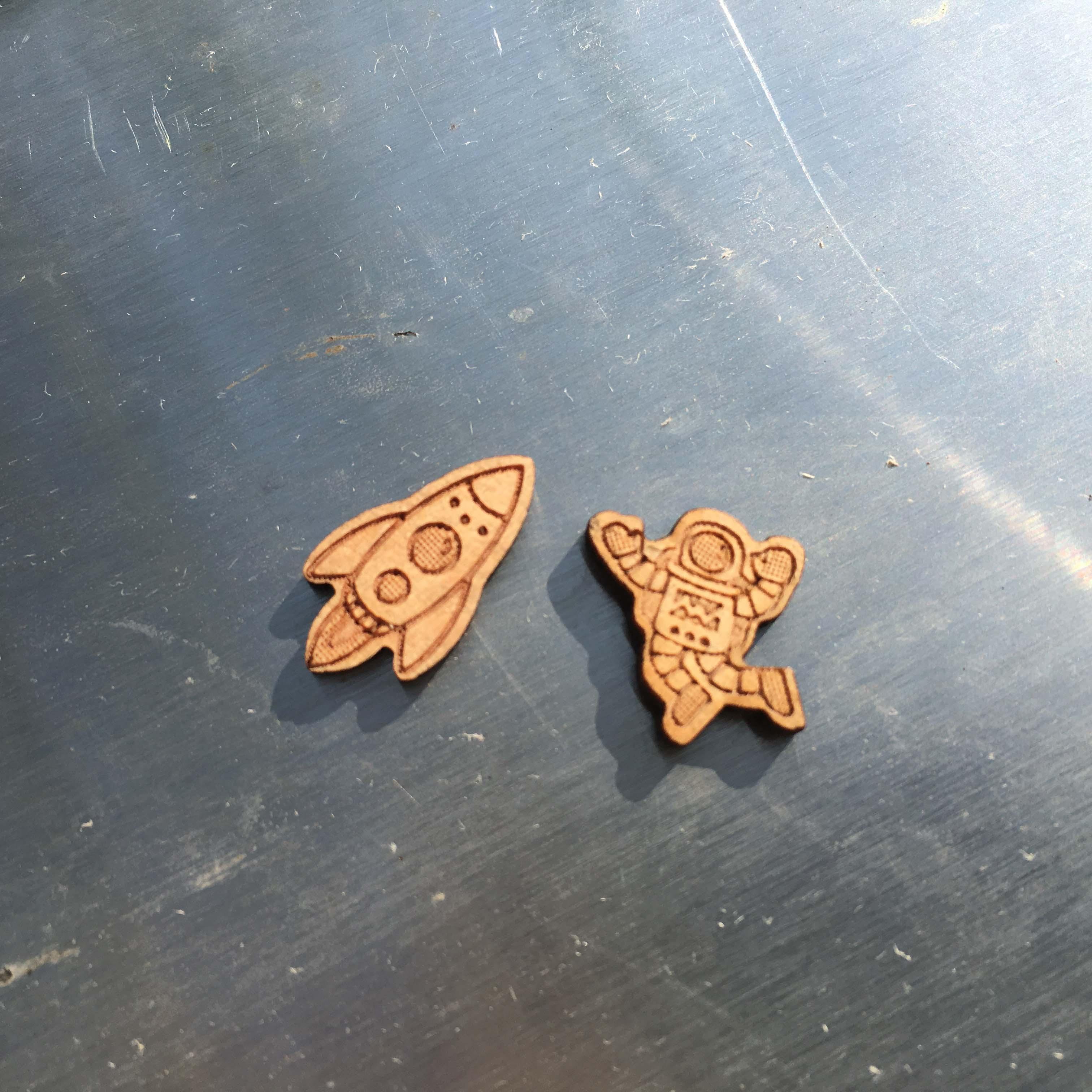 Majhni ročno izdelani leseni uhani za astronavte in vesoljske ladje - Modni nakit - Fotografija 5
