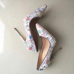 Image 5 - Keshangjia زائد امرأة أحذية 2018 بنات جنسي أحذية عالية الكعب مطبوعة متعدد الألوان الزفاف الخناجر 12 10 8cm