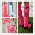 2016 New Girl Victoria ROSA Meia de Algodão de alta qualidade meias longas Skate das mulheres NA ALTURA DO JOELHO meias ALTAS meias carta