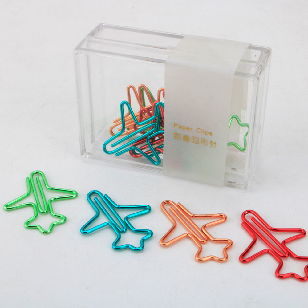 цена 12pieces/lot Colorful Plane Conveyor Paper Clip Bookmark 4 colors For Notebook Diary Creative paperclip