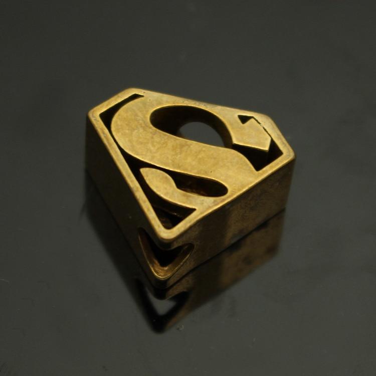 Sárgaréz Superman ejtőernyős vezeték kés gyöngyök Szerszám - Kemping és túrázás