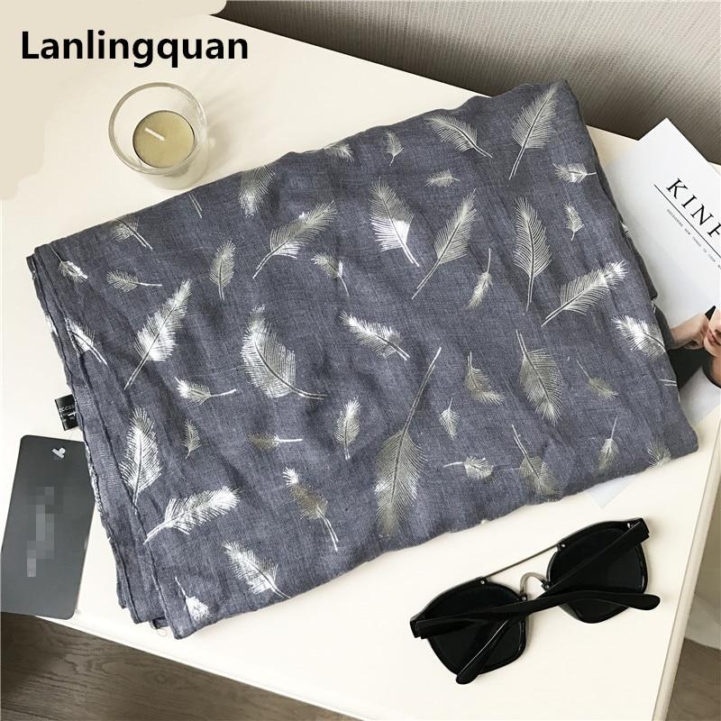 Muotoiltu huivi ylellisyysmerkki Silk Shawl jättää pehmeän - Vaatetustarvikkeet - Valokuva 1