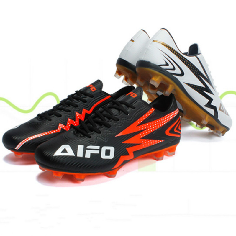Football Shoes Spring 2019 High Quality Leather Nails soccer shoes Outdoor Slip-proof Light Waterproof Mens Shoes  size36-44Football Shoes Spring 2019 High Quality Leather Nails soccer shoes Outdoor Slip-proof Light Waterproof Mens Shoes  size36-44