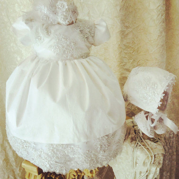 Фото New Baby Infant Christening Dress Lace Applique White Ivory Boys Girls Baptism Gown With Bonnet